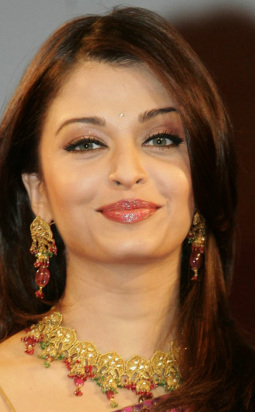 This Is True Naturally Beautiful Aishwarya The Warm Earthy Colors Of Autumn Are Perfect Next To Her Face No Wonder She Looks More Confident